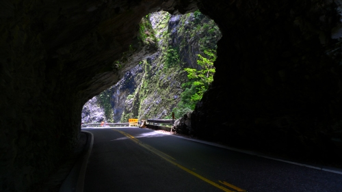 tunnel of nine turns trail taiwan taroko hualien taroko national park rocks fallen closed road