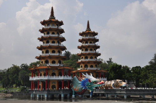 lotus pond, lotus lake, kaohsiung, taiwan, south, formosa, temple, templo, religious