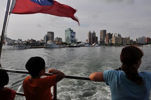 cijin island, ferry, barco, love pier, love river, kaohsiung, taiwan, formosa