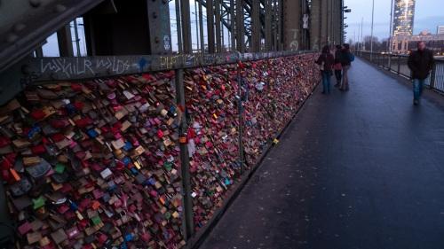 puente, puente candados, puente enamorados, candado, enamorados, parejas, koln, colonia, rin