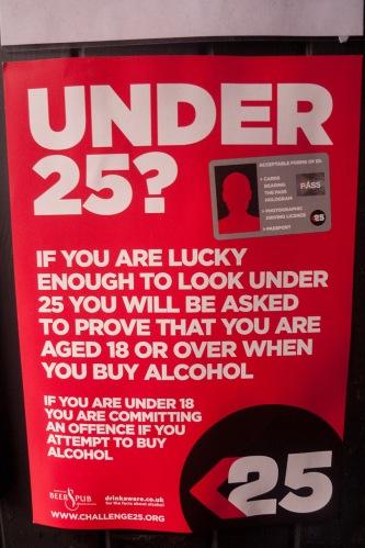 Ingenioso cartel sobre la venta de alcohol a menores